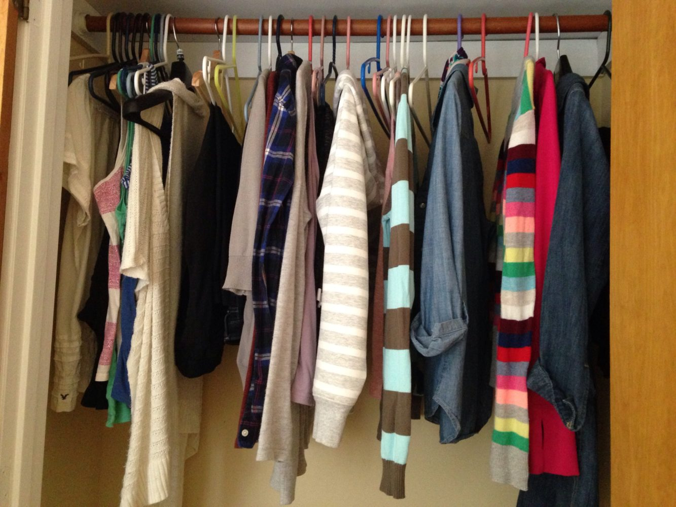 minimalist wardrobe, thrifty capsule wardrobe, frugal capsule wardrobe, affordable capsule wardrobe