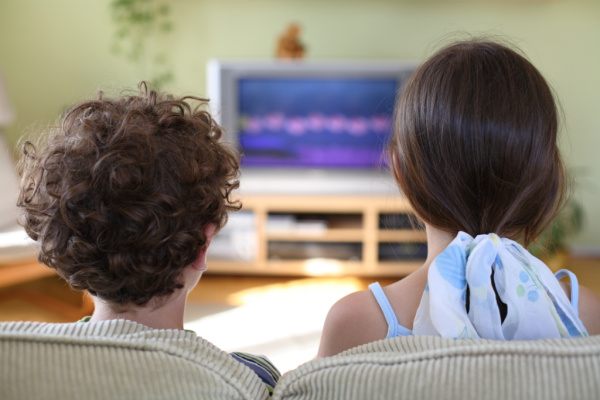 kids watching tv for hours, parents not limiting screens